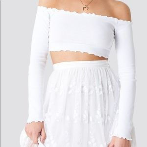 NWT off the shoulder long sleeve crop top by NA-KD